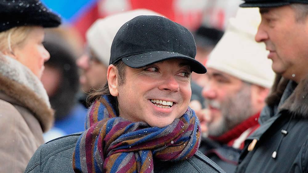 Валентин Юдашкин во время шествия в поддержку кандидата в президенты России Владимира Путина на Фрунзенской набережной. Фото ИТАР-ТАСС/ Александра Мудрац