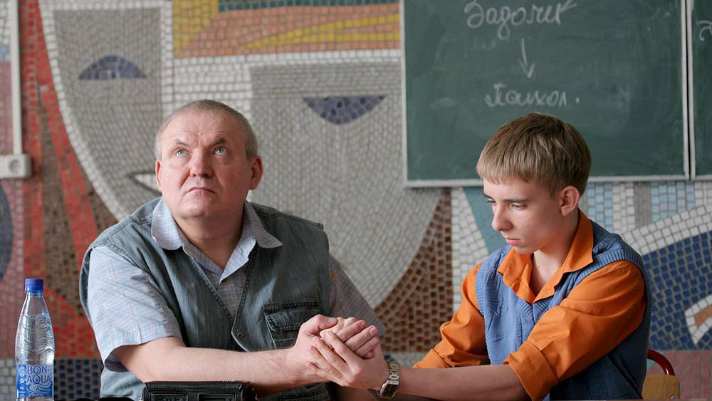 Александр Суворов принимает зачет у студента.  Фото ИТАР-ТАСС/Сергей Шахиджанян