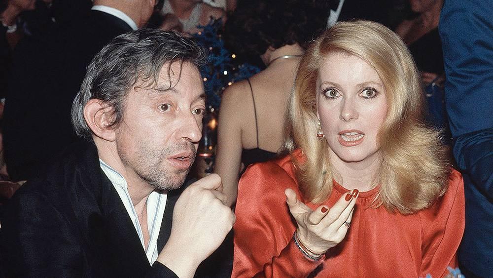 Катрин Денев и певец и композитор Серж Генсбур, 1980 г. Фото AP