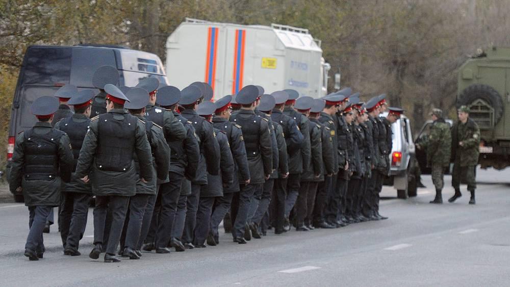 Сотрудники полиции на месте взрыва. Фото ИТАР-ТАСС/ Дмитрий Рогулин