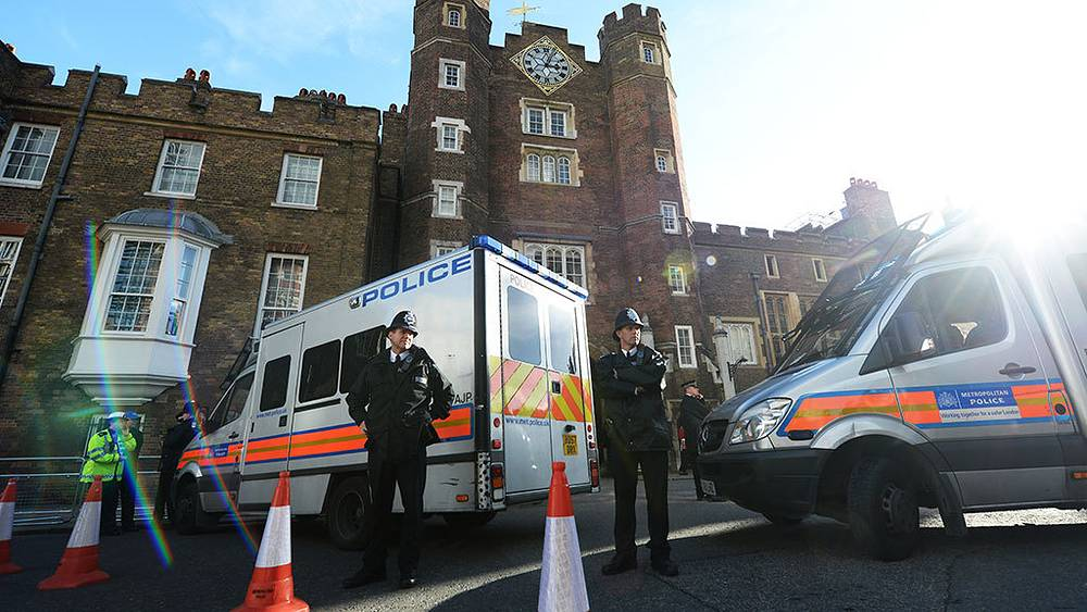 Улицы Лондона во время следованя герцогов Уильяма и Кейт на церемонию крещения принца Георга. Фото EPA/ANDY RAIN
