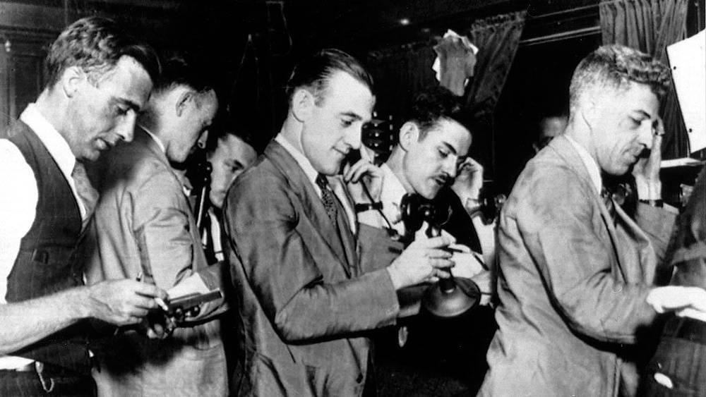 Биржевые брокеры на нью-йоркской бирже в пятницу 25 октября 1929 года. Фото АР