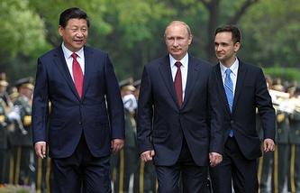 Xi Jinping (left) and Vladimir Putin (center)