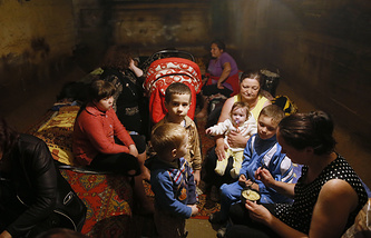 Children in a bomb shelter in southeast Ukraine's Kramatorsk