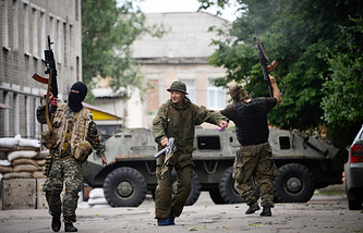 ITAR-TASS self-defense  militia fighters in Donetsk (Jun. 2014)