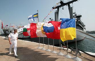"""Корабли международного военно-морского соединения """"Блэксифор"""" в Севастополе, 2013 год"""