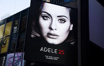 Билборд с рекламой нового альбома певицы Адель