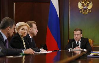 Вице-премьеры РФ Дмитрий Козак, Ольга Голодец, первый вице-премьер РФ Игорь Шувалов и премьер-министр РФ Дмитрий Медведев