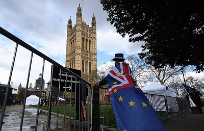 UK parliament votes to seek delay to Brexit