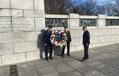 Russian ambassador lays flowers at Spirit of the Elbe plaque in Washington