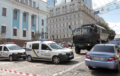 Special police unit apprehends man threatening to blow up Kiev bank