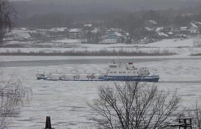 МЧС проверяет информацию о застрявшем во льдах на Волге нефтеналивном судне