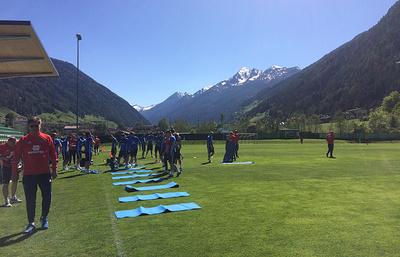 Сборная России по футболу проводит первую тренировку в Австрии в полном составе
