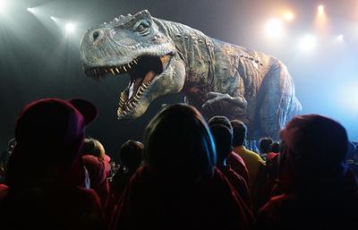 """Голливуд нам врет о динозаврах: """"Хроники тираннозавра"""" Дэвида Хоуна"""