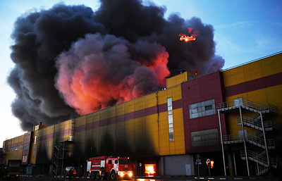 Основной версией пожара в ТЦ «Синдика» стал поджог