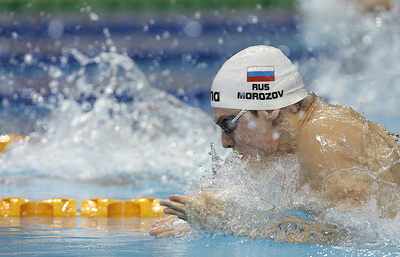 Морозов победил на 100 м комплексом на этапе Кубка мира по плаванию в Сингапуре