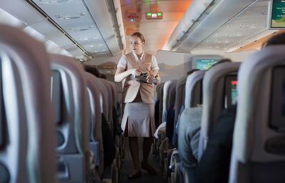 Нетрезвого дебошира привязали скотчем к креслу в салоне летевшего в Екатеринбург самолета