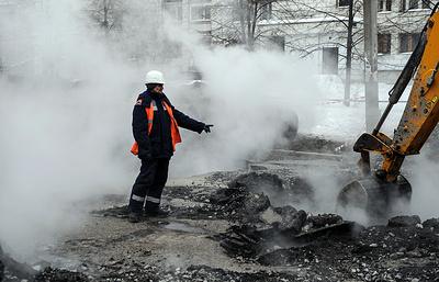 При ЧП на теплотрассе в Москве пострадали восемь человек, сотни тысяч остались без тепла