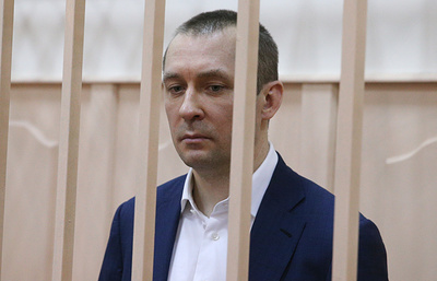 Источник: следствие намерено убрать из обвинения полковника Захарченко один эпизод взятки