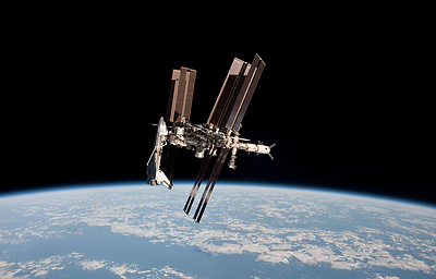 Возвращающийся на Землю экипаж МКС перешел на «Союз» и закрыл люки