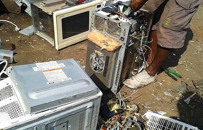 Студенты в Гане запустили проект изготовления мебели из электронных отходов