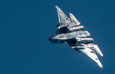 Су-57 начал полеты с новейшим оружием на борту