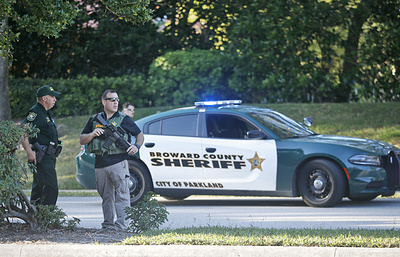 При стрельбе в школе во Флориде пострадали не менее 17 человек