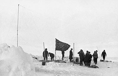 """""""Всего лишь девять месяцев прожили мы на этой льдине, а как много пережито"""""""