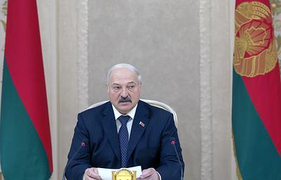"""Лукашенко наградил белорусских биатлонисток орденами """"За личное мужество"""""""
