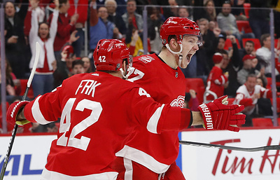 """""""Детройт"""" обыграл """"Филадельфию"""", Свечников забросил первую шайбу в НХЛ"""