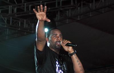 CNN: певца R Kelly обвинили в домогательствах