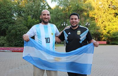 Фанаты из Аргентины год копили деньги на ЧМ и приехали на матч не в тот Новгород