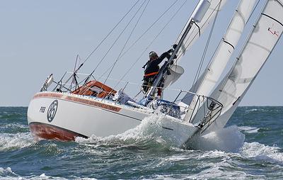 Российский яхтсмен Зарецкий идет седьмым после 40 дней регаты Golden Globe Race
