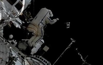 """Российские космонавты установили на МКС оборудование для эксперимента """"Икарус"""""""