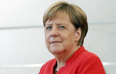 Меркель заявила, что считает важным поддерживать диалог с Россией