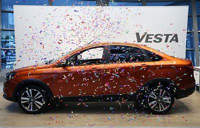 Lada Vesta возглавила рейтинг самых продаваемых в РФ отечественных автомобилей