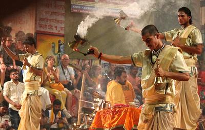 Увидеть Ганг и умереть. Как смерть притягивает в священный город туристов и паломников