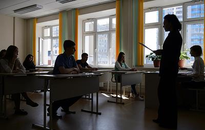 ВЦИОМ: половина россиян считает, что молодежь не идет в учителя из-за низкой зарплаты