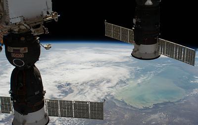 """Выход в космос для осмотра отверстия в корабле """"Союз"""" планируется на декабрь"""