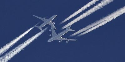 """""""Небо как соты. И там очень мало места"""". Как авиадиспетчеры разводят самолеты"""
