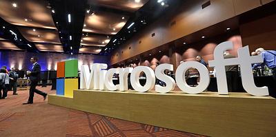 Microsoft догнала Apple и вновь стала одной из самых дорогих компаний. Как ей это удалось?