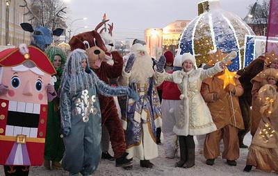 """Фестиваль """"Горьковская елка"""" в Нижнем Новгороде открылся парадом сказочных персонажей"""