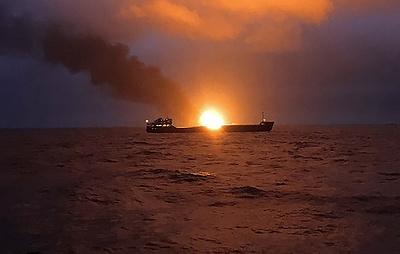 После пожара в Черном море ищут девять моряков