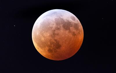 Астроном снял падение метеорита на Луну во время затмения