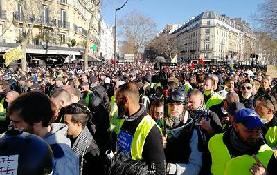 """СМИ: в Париже задержали шесть участников протеста """"желтых жилетов"""""""
