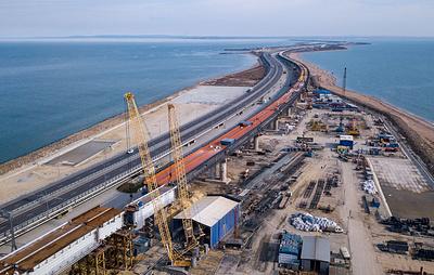 Строители собрали все пролеты железнодорожной части Крымского моста