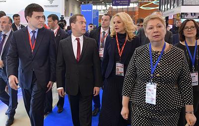 """Медведев посоветовал руководителям выбирать """"меньшее из зол"""" в поиске решений"""