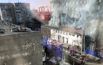 В Челябинске в пристройке к отелю возник пожар