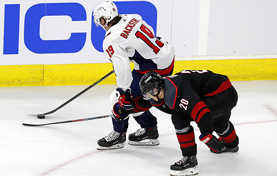"""""""Каролина"""" без Свечникова сравняла счет в серии плей-офф НХЛ против """"Вашингтона"""""""