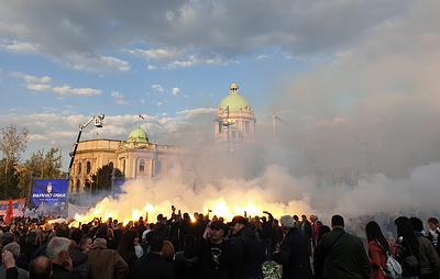 В Белграде начался многотысячный митинг в поддержку политики Вучича